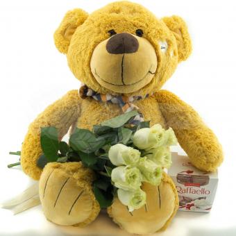 Букет из 7 роз с большим мягким медведем и конфетами