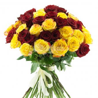 Букет из 51 красной и желтой эквадорской розы